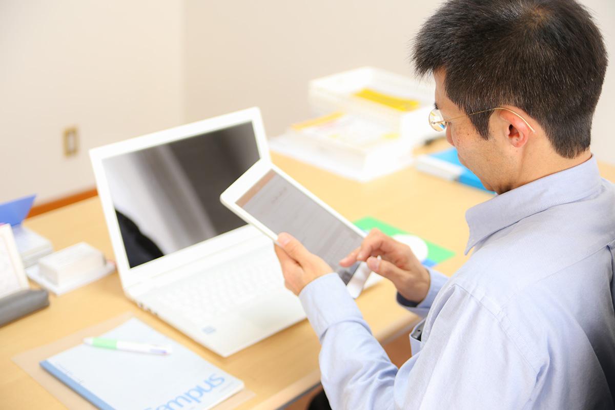利用者さんのケアプランを作成したり、状況を記録したり、訪問の合間に事務作業をこなす。